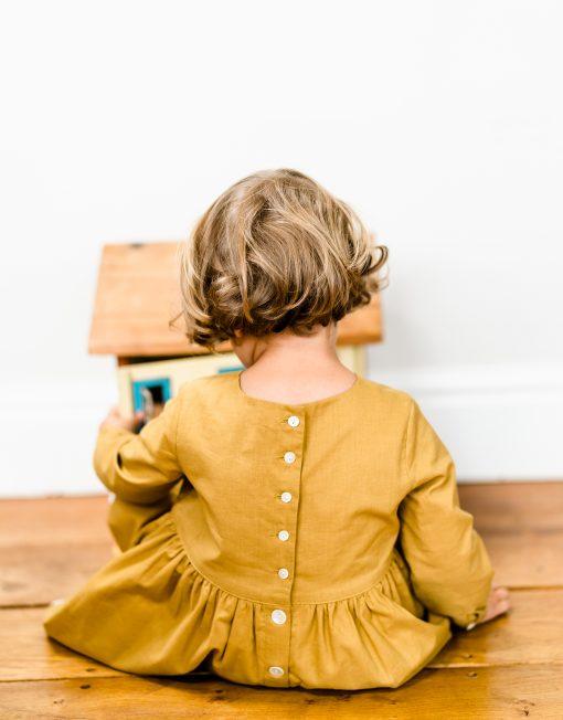 Kjole med knapper i ryggen