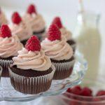 Chokoladecupcakes med hindbærfrosting
